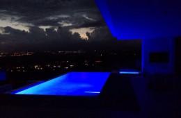 Piscina infinity con iluminacion led